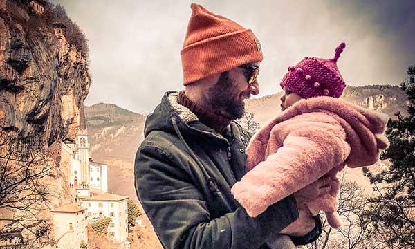 papà con bambina santuario della madonna della Crona