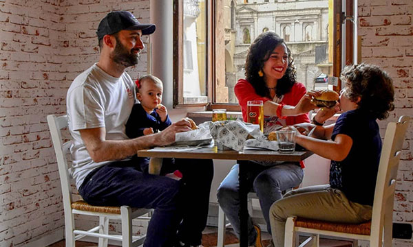 famiglia a ristorante