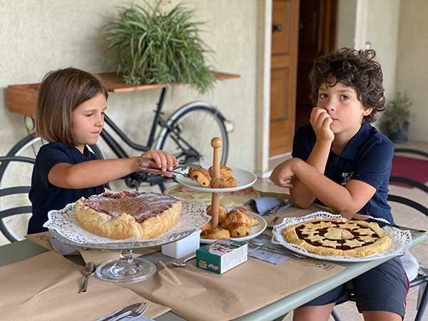 bambini a colazione