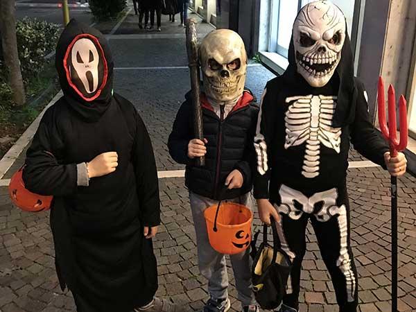 bambini travestiti da halloween