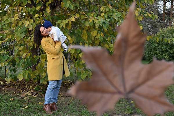 mamma figlia foglia autunno