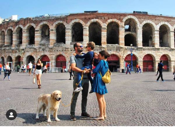 arena di verona e famiglia con cane