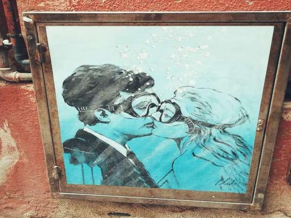 murales la dolce vita con le maschere da sub