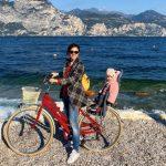 mamma e figlia in bicicletta