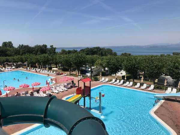 piscine campeggio belvedere con scivoli